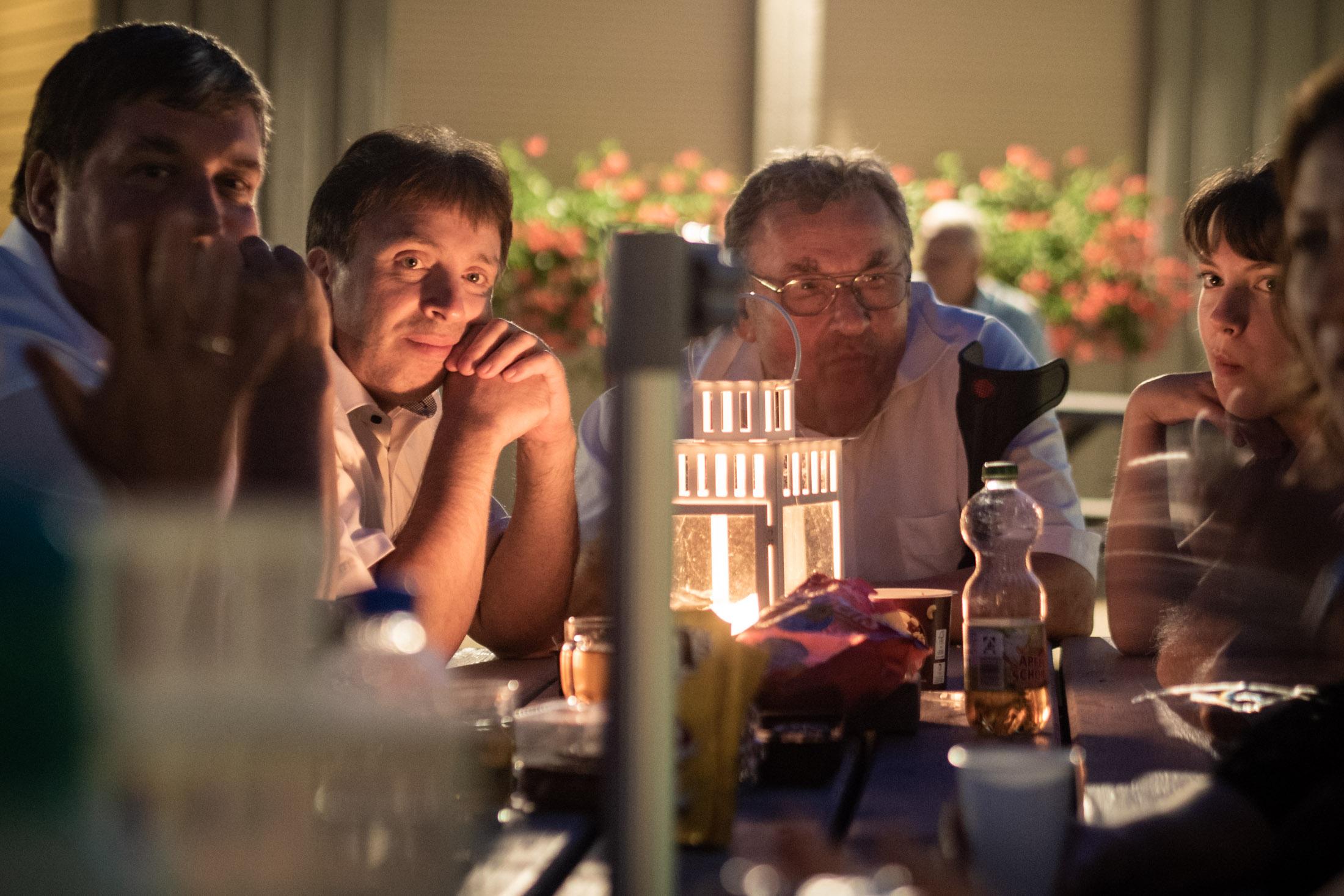 Die Kerzen Auf Den Tischen Kommen Immer Besser Zur Geltung